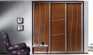 Frentes de armario en Madrid con puertas correderas en un dormitorio.