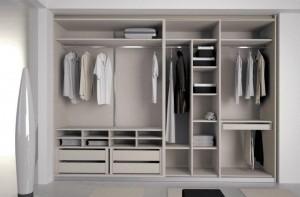 Interiores de armarios de dos módulos con espacio diseñado a gusto del cliente.