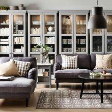 4 muebles a medida estantería vitrina con puertas en color gris claro.
