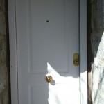 Trabajos: Puerta blindada de 12 bulones, seguridad de clase 4 en blanco con fresado superior e inferior.
